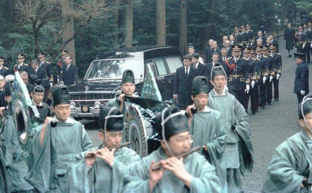 为何中国朝代一般超不过三百年,日本天皇却千年不倒?