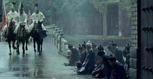 清朝为什么没有出现太监乱政的局面,只因这些人分走了太监的权力